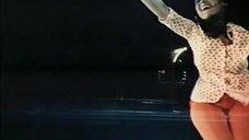 2. Ноги Натальи Варлей в красных колготках – Соло для слона с оркестром