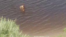 Елена Захарова плавает голышом