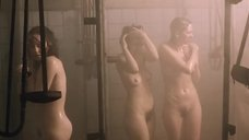 Душевая с голыми женщинами