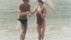Анна Самохина в цельном купальнике