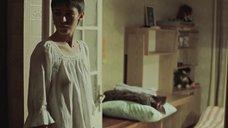 Елена Сафонова в ночнушке без лифчика
