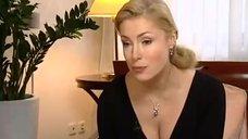 Мария Шукшина соблазняет своим бюстом