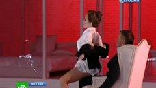 Дарья Мороз танцует стриптиз в спектакле «Идеальный муж»