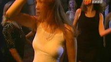 Дарья Мороз в майке без лифчика на дискотеке