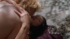 5. Секс с Люси Лью возле змей – Мухоловка