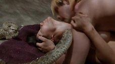 6. Секс с Люси Лью возле змей – Мухоловка