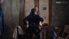 7. Сексуальная Светлана Ходченкова в колготках – Домашний арест