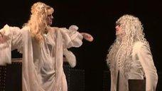Александра Захарова без лифчика в спектакле «Шут Балакирев»