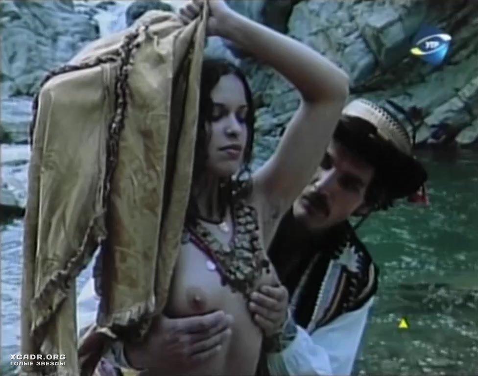 Горячей Марисе Томей Делают Куннилингус – Семья Перес (1995)