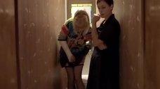 Рената Литвинова снимает трусики