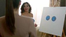 2. Карина Зверева рисует грудью картину – Отель Элеон