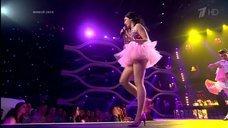 2. Секси Полина Гагарина  в шоу «Точь-в-точь»
