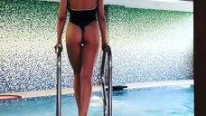 3. Эротичная Карина Зверева в купальнике