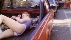 Алонна Шоу засветила трусики в кузове автомобиля
