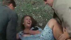 Уголовники пытаются изнасиловать девушку