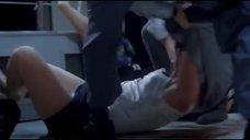 Террористы избивают Мелиссу Лео в короткой юбке