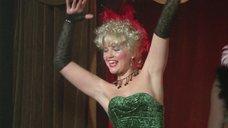 Александра Яковлева танцует бурлеск