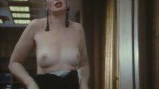 2. Татьяна Васильева показывает голую грудь – Большой капкан, или Соло для кошки при полной луне