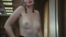 Татьяна Васильева показывает голую грудь