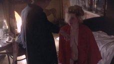 Обнаженная Марина Гайзидорская в халате делает минет