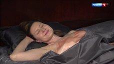 Секси Оксана Лесная в ночнушке