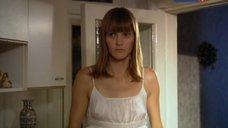 Анна Уколова в ночной рубашке