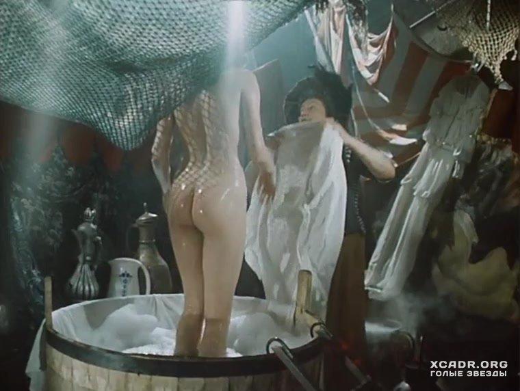 Видео голая лариса белогурова, двое парней трахают мамочку