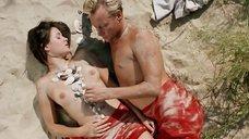 Откровенная сцена с Ольгой Сутуловой на пляже