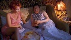 Сексапильная Жанна Эппле в ночной рубашке