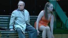 Сексуальная Евгения Добровольская в спектакле «Лес»