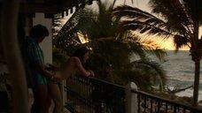 3. Эротическая сцена с Тессой Иа на террасе – Нарко: Мексика