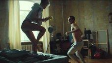 2. Голая грудь Полины Максимовой – Без меня