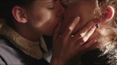 4. Лесбийские поцелуи Хлои Севиньи и Кристен Стюарт на сене – Месть Лиззи Борден