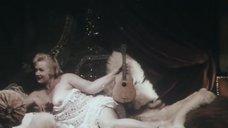 Голая грудь Натальи Егоровой