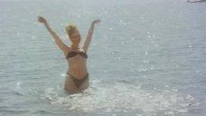 Сексуальная Марина Зудина в купальнике