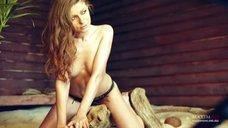 Сексуальная Антонина Комиссарова в фотосессии для журнала Maxim