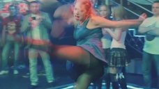 Ксения Теплова засветила попу в колготках