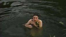 Голая Наталья Ткаченко купается  в реке