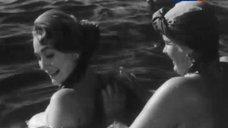 Сексуальная Людмила Хитяева купается в реке