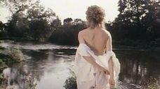 1. Обнаженная Конни Бут ищёт удочку в реке – Роман с контрабасом