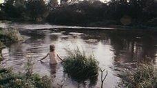 2. Обнаженная Конни Бут ищёт удочку в реке – Роман с контрабасом