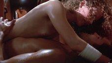 С Николь Кидман срывают одежду