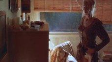 3. Келли Линч одевает платье – Доморощенный