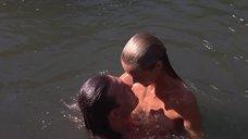 Келли Линч купается голой