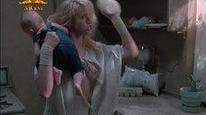 Келли Линч засветила грудь