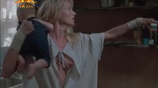 2. Келли Линч засветила грудь – Тёплый летний дождь