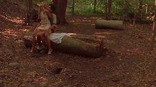 Секс в лесу с Сарой Мишель Геллар