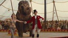 Выступление Риз Уизерспун на цирковой арене