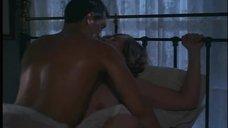 3. Секс с Терезой Расселл – Враг общества №1
