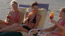 Дайан с Элейн Климашевски и Одри Мари Андерсон в купальниках
